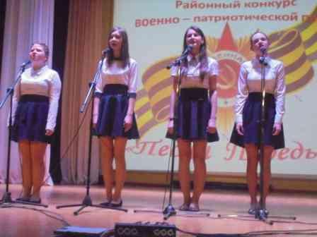 Девятиклассницы с песней Девчоночка.