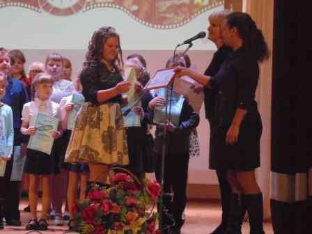 Вручение диплома Зуевой Даше